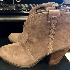 Vince Camuto Hudson Western Ankle Booties Size 8M